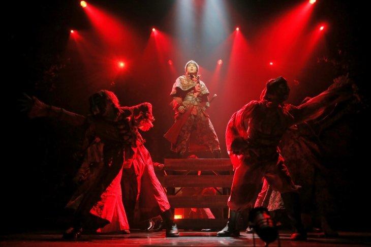 劇団Patch×TRUMP『SPECTER』大阪公演の舞台写真到着!東京公演は4月19日から