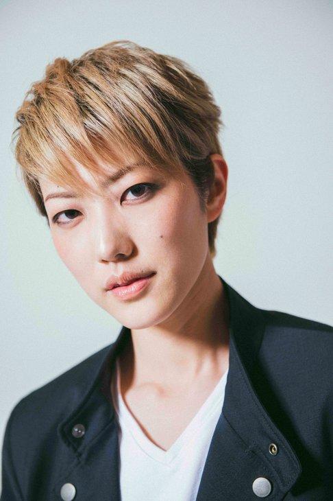 七海ひろきWOWOW「宝塚プルミエール」の5月ナレーターに就任