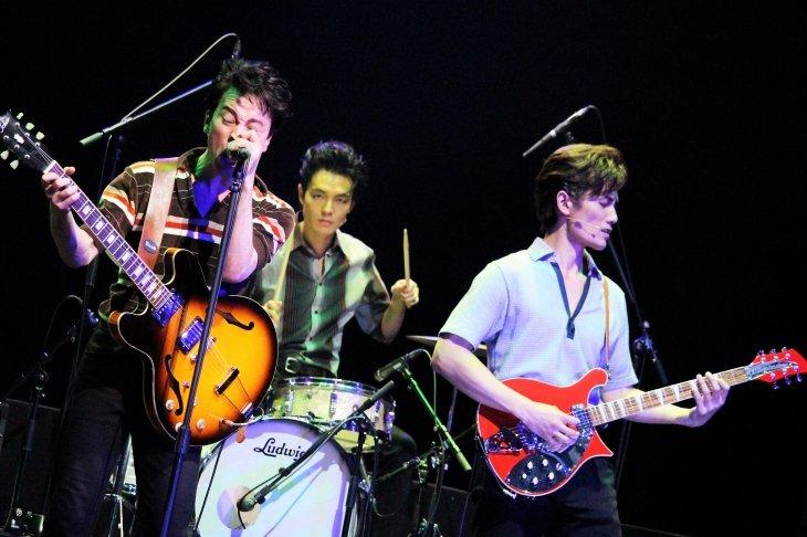 舞台『BACKBEAT』開幕!戸塚祥太、加藤和樹らが響かせるビートルズの創成期