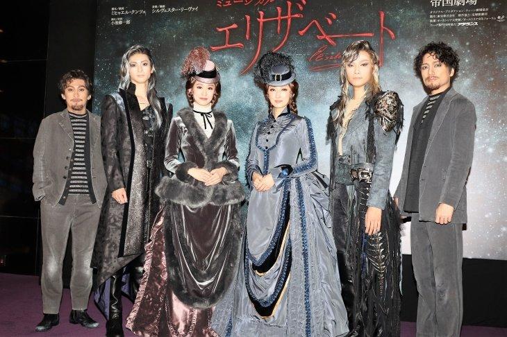 花總まり&愛希れいか 受け継ぎつつ進化するミュージカル『エリザベート』まもなく開幕