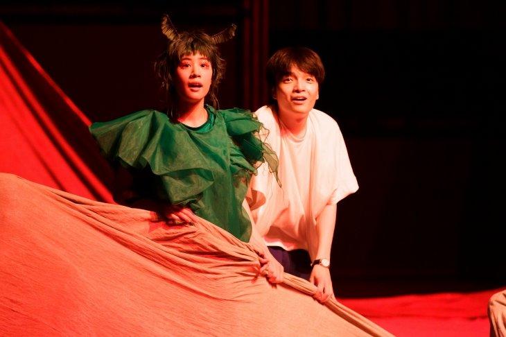 岡山天音×松井周『ビビを見た!』開幕!爽快感と息苦しさを両立させた絵本の世界を舞台に