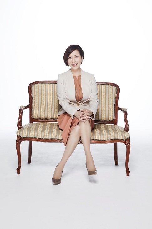 真矢ミキ『正しいオトナたち』で5年ぶりの舞台復帰「逃げ場のない4人芝居にどっぷりつかりたい」