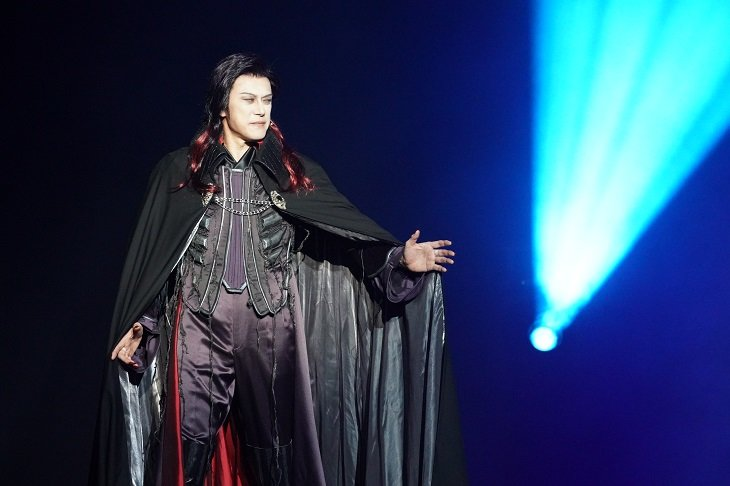 ミュージカル『ダンス オブ ヴァンパイア』開幕!5度目の再演でも山口祐一郎らに魅せられる