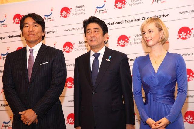 シャーロット・ケイト・フォックスがミュージカル『シカゴ』出演を前に、NY で安倍首相や松井秀喜らと日本をPR
