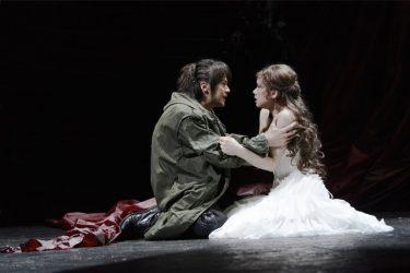 「戦い」と「愛」が渦巻く物語『トロイラスとクレシダ』キャスト初日コメント、到着