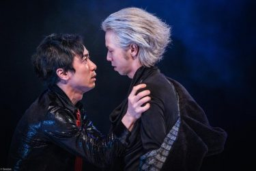本多劇場に初進出したアマヤドリが混乱と狂乱に招く『銀髪』公演レポート