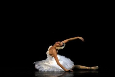 息をのむラスト4分間の奇跡!ニーナ・アナニアシヴィリ≪瀕死の白鳥≫inコンサート