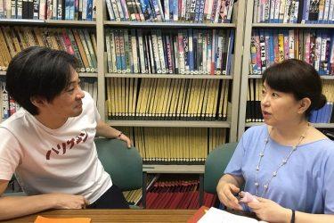 青年座『旗を高く掲げよ』石母田史朗×松熊つる松対談「今、この時代に生きている自分を確かめるために」