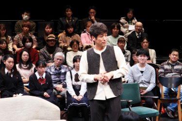 佐藤隆太が観客とのコミュニケーションから生み出す『エブリ・ブリリアント・シング』開幕