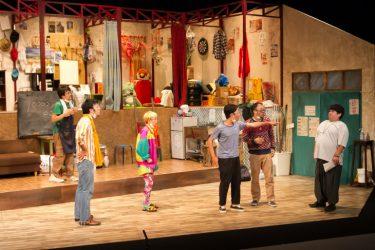 劇団献身の新作『知ラン・アンド・ガン!』舞台写真到着