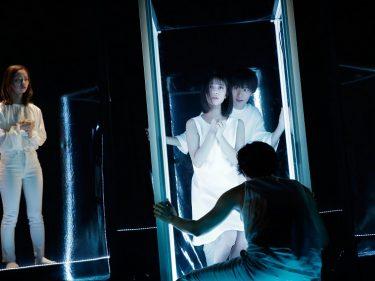 """『ガラスの部屋のミューズ』開幕!中屋敷法仁が「日本の劇」戯曲賞を受賞した""""扇情的なむき出し言葉""""を演出"""