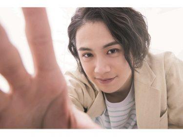 前川優希が「小説家役」、着ぐるみの「中の人役」になりきり!カレンダーブックが3月に発売