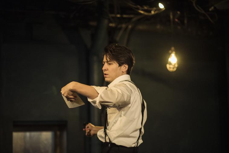 伊礼彼方と河内大和による2人芝居『ダム・ウェイター』開幕