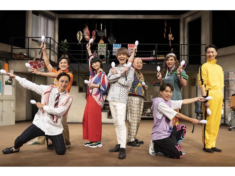 室龍太主演の爆笑コメディ『コムサdeマンボ!』開幕!エチュードもダンスもこなす「ゴン攻め!」