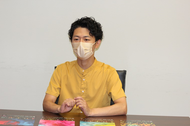 新国立劇場『イロアセル』箱田暁史インタビュー「痛快なエンターテインメントとして表現できれば」